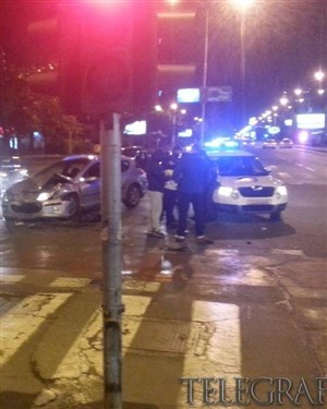 ЗДРОБЕНИ ВОЗИЛА НА  ПАРТИЗАНСКА   Тешка сообраќајка вечерва кај поликлиниката  Букурешт