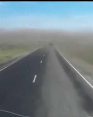 Возејќи по пуст пат  овој Русин наишол на вистинска сцена од пеколот  Вакво нешто не се гледа ниту во АПОКАЛИПТИЧНИ ФИЛМОВИ