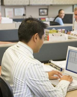 Еден работен ден на вработен во администрација  анспроти вработен во приватна фирма