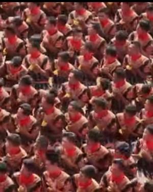 10 000 мажи танцуваат заедно