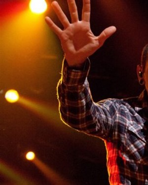 36 часа пред самоубиството  Објавена последната снимка од пејачот на  Linkin Park