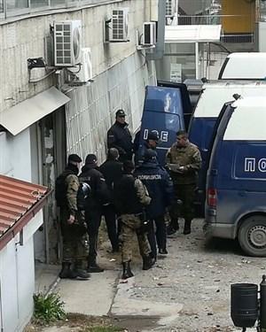 Пратениците на ВМРО ДПМНЕ со лисици спроведениво Шутка
