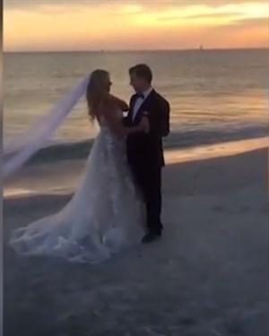 ВИДЕО: Сите гости им се смееја на првиот свадбен танц