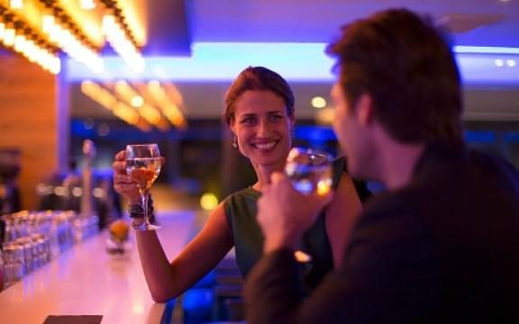 444717-bar-area-dating-hotel-flirting-night-indoors-drinking-getty-images-large_transnjjoebt78qiaydkjdey4cngtjfjs74myhny6w3gnbo8